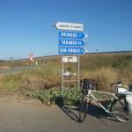 RomAtene-ottava-tappa-taranto-brindisi-bici-e-cartelli-stradali